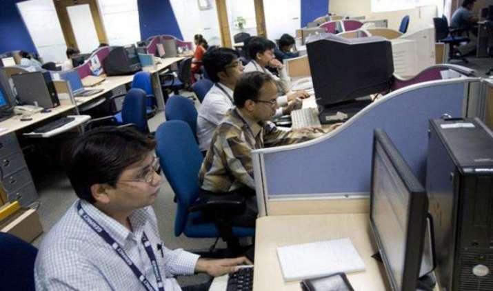 Inflection point: ऑटोमेशन ने बढ़ाई कर्मचारियों की पेरशानी, IT सेक्टर में 24 फीसदी कम हुईं नई भर्तियां- India TV Paisa