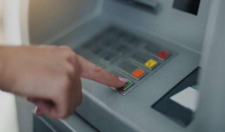 कितनी बार भी अपने बैंक के ATM से निकाल सकते हैं पैसा, बैंकों ने 31 दिसंबर तक हटाए सभी शुल्क- India TV Paisa
