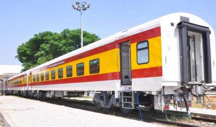 हमसफर ट्रेन की सीट से स्क्रीन तक सब है हाईटेक, सफर के दौरान मिलेंगी शाही ट्रेन जैसी सुविधाएं- India TV Paisa