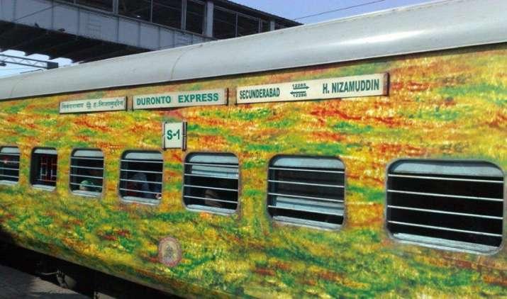 रेलवे ने फ्लेक्सी फेयर सिस्टम में किए कई बदलाव, प्रीमियम ट्रेनों की खाली सीटों पर मिलेगा 10 फीसदी डिस्काउंट- India TV Paisa