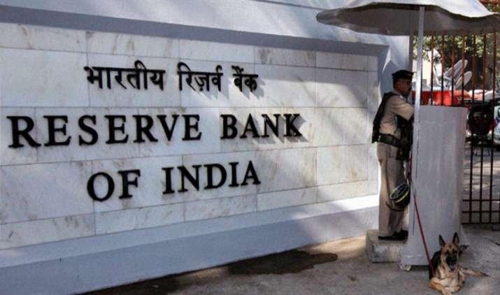 नोटबंदी से परेशान लोगों को मिलेगा सस्ते कर्ज का तोहफा, RBI अगले सप्ताह नीतिगत दर में कर सकता है 0.25% कटौती- India TV Paisa