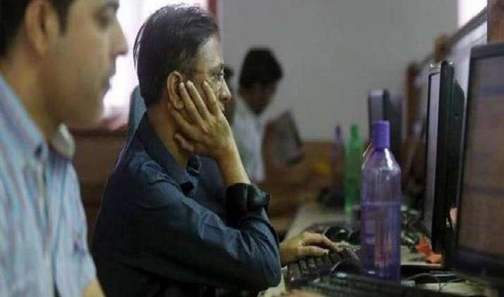 H-1B Visa Concerns: टॉप 4 IT कंपनियों की मार्केट वैल्यू 22,000 रुपए घटी, वीजा नियमों को लेकर चिंता बढ़ी- India TV Paisa