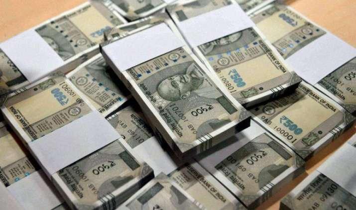 एक अमेरिकी डॉलर के मुकाबले भारतीय रुपया शुक्रवार को 6 पैसा कमजोर होकर 64.27 पर खुला- India TV Paisa