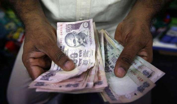 अमेरिका में ब्याज दरें बढ़ने से टूटा रुपया भारतीय रुपया, 12 पैसा कमजोर होकर 64.66 प्रति डॉलर पर खुला- India TV Paisa