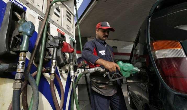 कर्नाटक में पेट्रोल और डीजल की कीमतों में आई भारी कमी, 3 रुपए प्रति लीटर तक घटे दाम- India TV Paisa