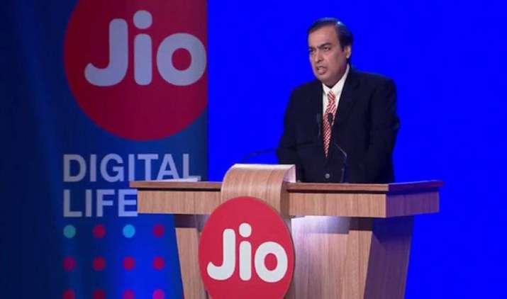जियो के सहारे रिलायंस इंडस्ट्री का मार्केट कैप 5 लाख करोड़ रुपए के पार, 52 हफ्ते में 52% बढ़ा कंपनी का शेयर- India TV Paisa