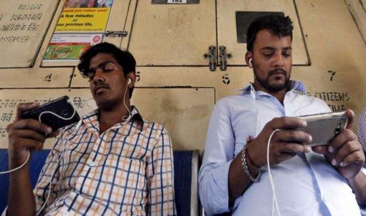 देश में फोन यूजर्स की संख्या बढ़कर 1.18 अरब हुई, फरवरी में जारी हुए 1.37 करोड़ नए मोबाइल कनेक्शन- India TV Paisa