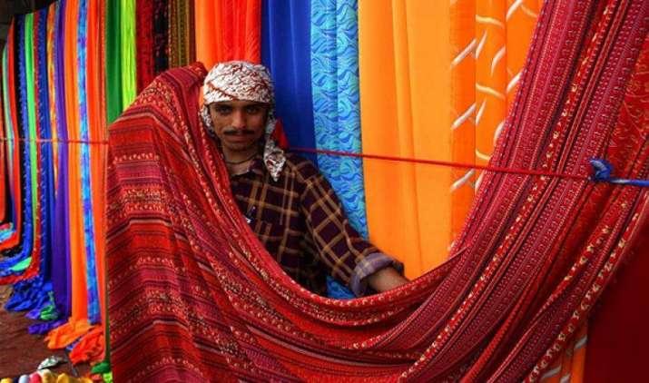 मजबूत रुपए से कपड़ा और परिधान निर्यातकों का प्रभावित होगा मार्जिन, 5 फीसदी तक घटेगी कमाई- India TV Paisa