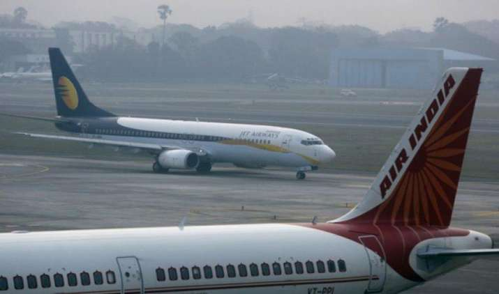 अप्रैल में घरेलू हवाई यात्रियों की संख्या 15 फीसदी बढ़ी, इंडिगो बनी लोगों की पहली पसंद- India TV Paisa