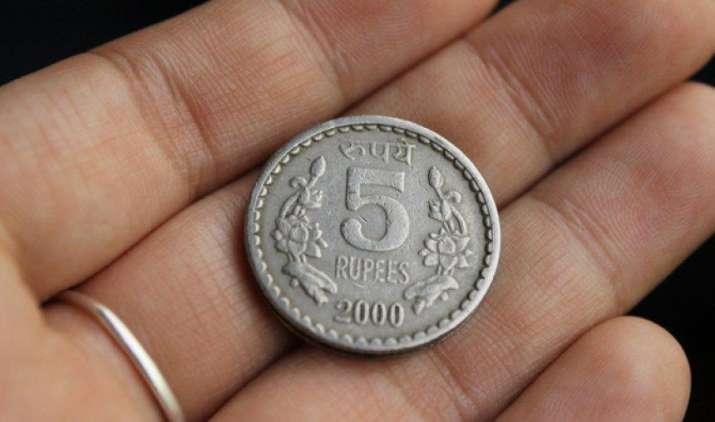 एक अमेरिकी डॉलर के मुकाबले भारतीय रुपया गुरुवार को 7 पैसा कमजोर होकर 64.40 पर खुला- India TV Paisa