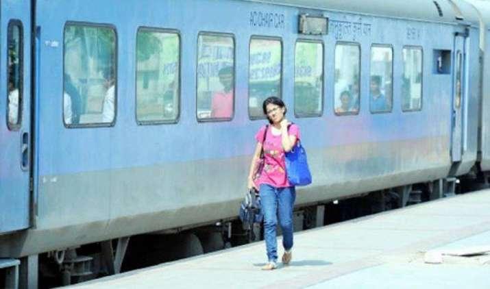 GST Effect : रेलवे के एसी और फर्स्ट क्लास में सफर करना होगा महंगा, 1 जुलाई से बढ़ जाएगा सर्विस टैक्स- India TV Paisa