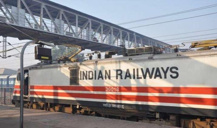 छुट्टियों में रेलवे के वेटिंग टिकट के कंफर्म होने की संभावना ज्यादा : अध्ययन- India TV Paisa