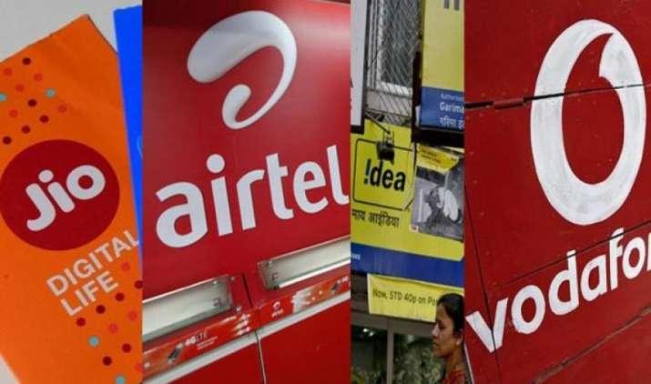 जियो को पीछे छोड़ने के लिए वोडाफोन और एयरटेल ने पेश किए अनलिमिटेड प्लान, कीमत 200 रुपए से कम- India TV Paisa