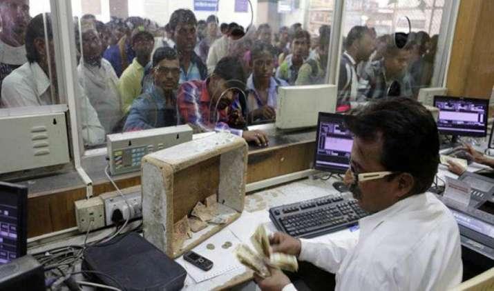 50 प्रतिशत ट्रेन टिकट अभी भी खरीदे जाते हैं कैश में, डिजिटल भुगतान में सुधार की है जरूरत- India TV Paisa