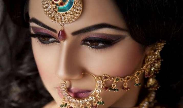 सोने का आयात 200 टन बढ़कर 700 टन होने का अनुमान, आयात शुल्क घटाने के लिए इंडस्ट्री ने उठाई मांग- India TV Paisa