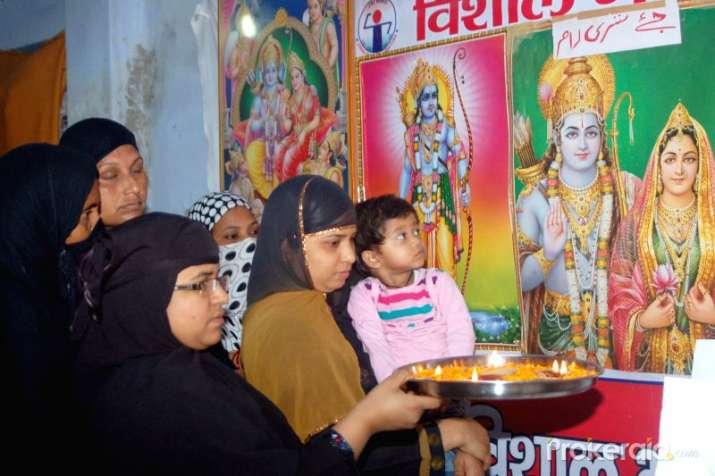 muslim-women-perform-aarti-of-lord-rama- India TV Hindi