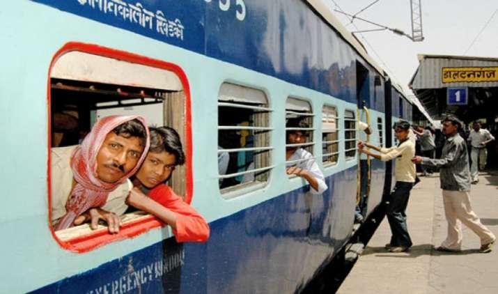 रेलवे कर रही है यात्रियों को दिवाली का उपहार देने की तैयारी, जल्द होगी ऑनलाइन टिकट सस्ता करने की घोषणा- India TV Paisa