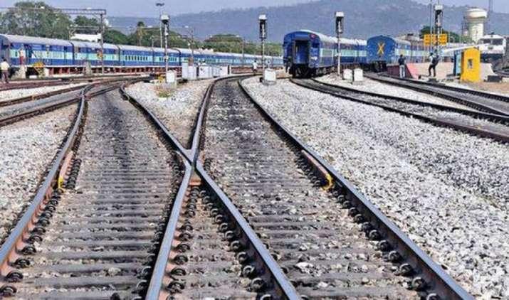 रेलवे अगले एक साल में देगी 10 लाख लोगों को नौकरी, पटरियों की खरीद के लिए जल्द जारी होगी वैश्विक निविदा- India TV Paisa