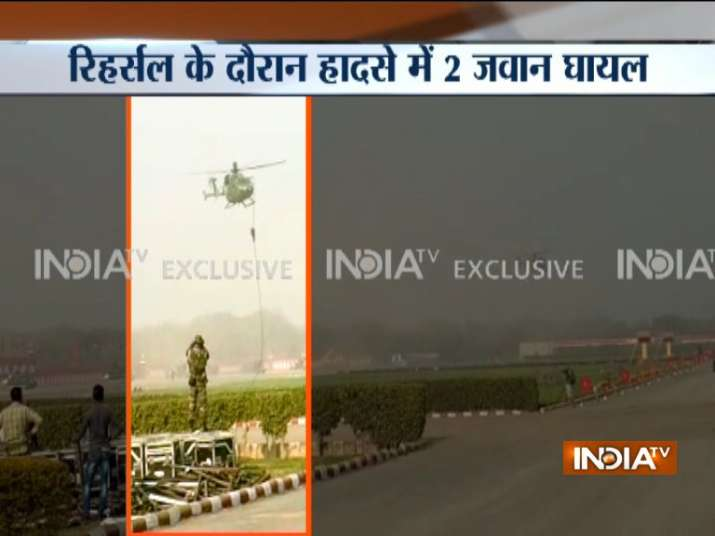 Army-jawans-fall-from-helicopter-while-rehearsing-for-Army-day-parade-in-Delhi- India TV Hindi