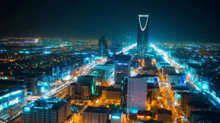 सऊदी अरब और UAE में पहली बार लागू हुआ वैट - India TV Hindi News