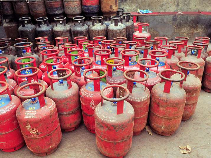 LPG Gas Cylinder, Price Cut, Budget 2018- India TV Paisa