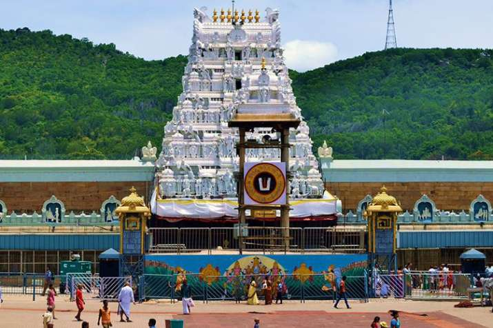 Tirupati priest accuse TTD for stealing temple ornament- India TV Hindi