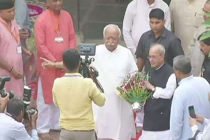 Pranab Mukherjee visits RSS founder Hedgewar birthplace, calls him 'great son of mother India'- India TV Hindi