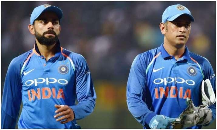 एम एस धोनी और विराट...- India TV Hindi