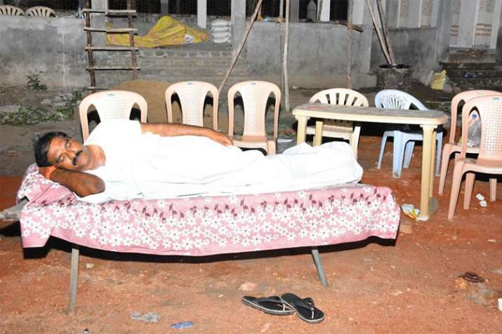 Andhra Pradesh: TDP MLA sleeps in crematorium to drive away fear- India TV Hindi