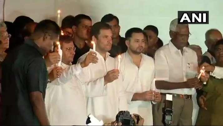 मंच पर मौजूद राहुल...- India TV