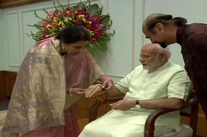 Pak-origin Qamar Mohsin Shaikh ties rakhi to PM Modi- India TV