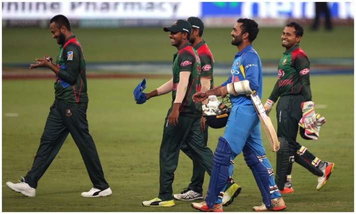 Dinesh Karthik and Bangladeshi's Players- India TV