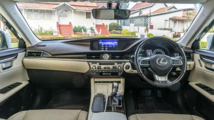 Lexus Es 300h- India TV Paisa