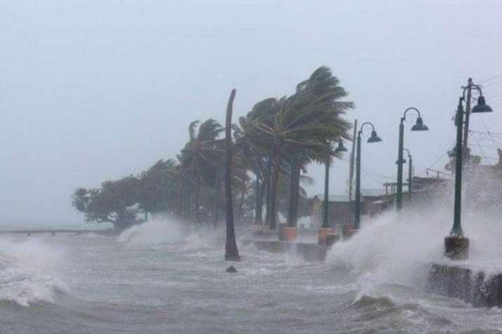 चक्रवाती तूफान डाए से तबाही, शहर-शहर हाईअलर्ट; ओडिशा-आंध्र के कई इलाकों में भारी बारिश- India TV Hindi