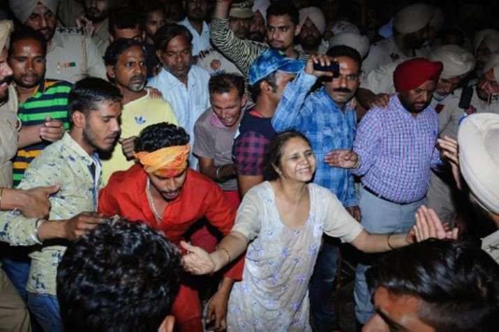 Amritsar Train Accident: क्या हुआ उस रात, हादसे की कहानी चश्मदीदों की जुबानी- India TV