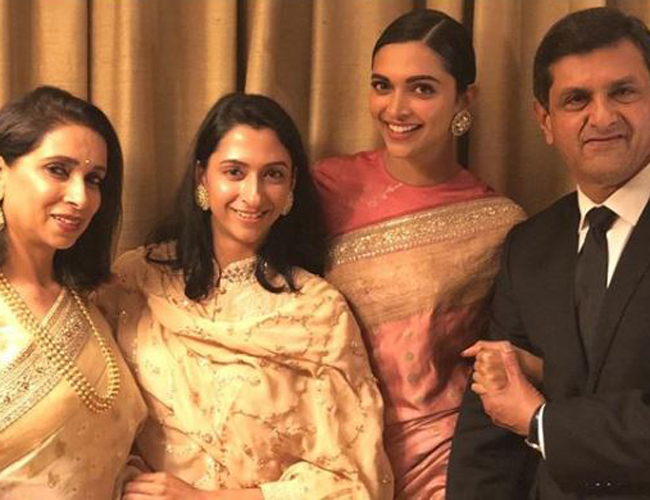 Deepika Padukone with her family- India TV Hindi