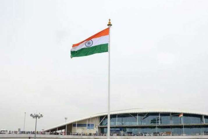 100-ft tricolours to be installed at 75 railway...- India TV Hindi