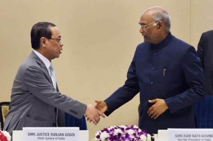 CJI रंजन गोगोई ने कहा, संविधान की सीख नहीं मानी तो अव्यवस्था में पहुंच जाएंगे - India TV