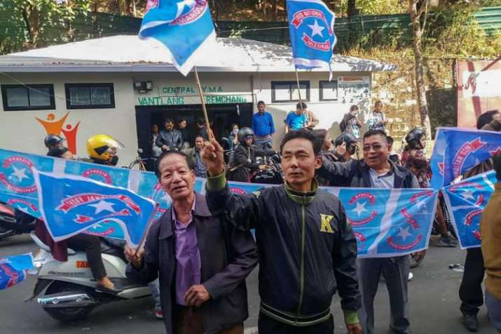 Mizo National Front (MNF) workers hold their party flag...- India TV Hindi
