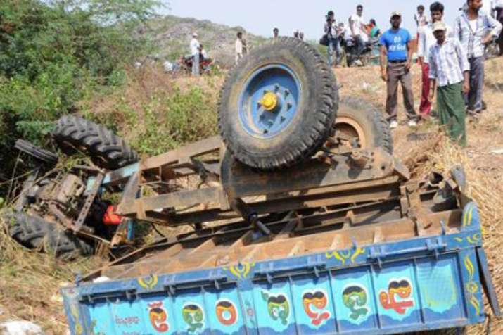 मध्य प्रदेश में ट्रेक्टर-ट्राली पलटने से 4 की मौत, मुख्यमंत्री ने शोक जताया  - Madhya Pradesh: 4 killed, 20 injured in tractor-trolley accident - India  TV Hindi News