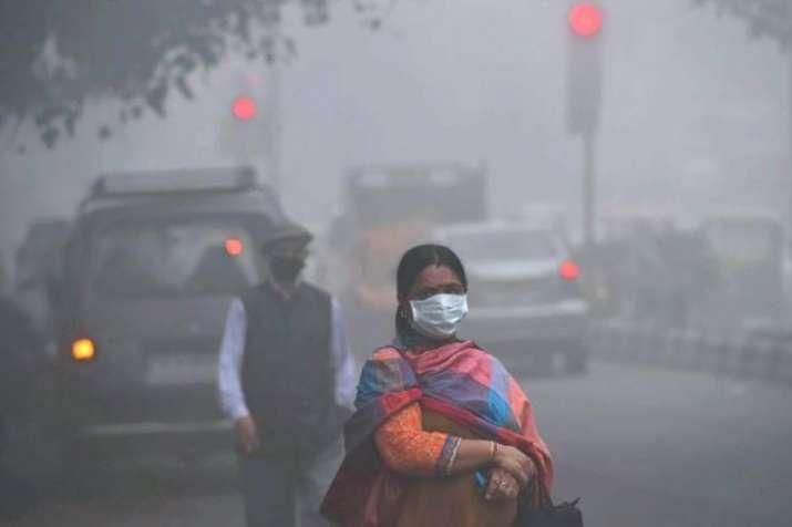 दिल्ली की वायु गुणवत्ता 'गंभीर' श्रेणी में पहुंची, बारिश से मिल सकती है राहत - India TV