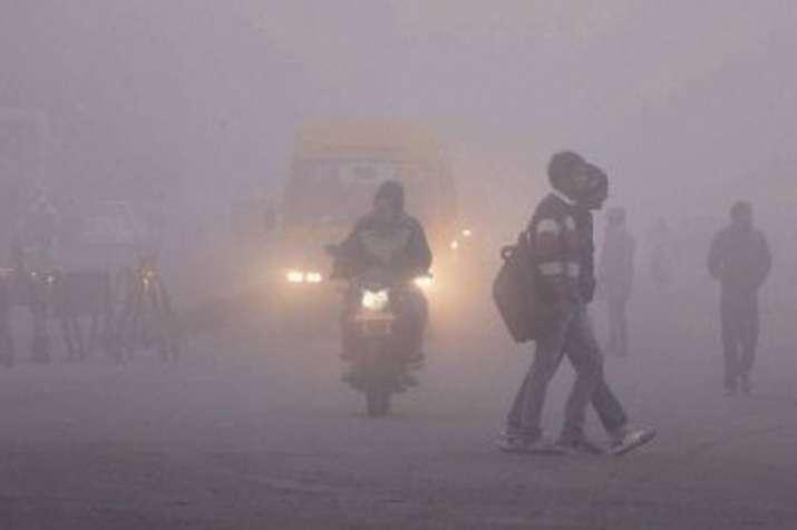 दिल्ली में पांच डिग्री तापमान, बिजिविलिटी 500 मीटर; बाहरी दिल्ली में हालत और भी खराब- India TV