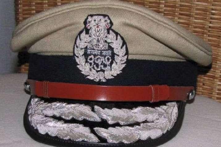 UP में46 IPS अधिकारियों...- India TV
