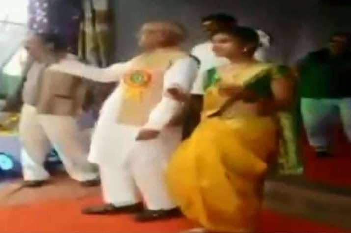 NCP MP from Bhandara-Gondiya Madhukar Kukade dances with students during a school function | ANI- India TV Hindi