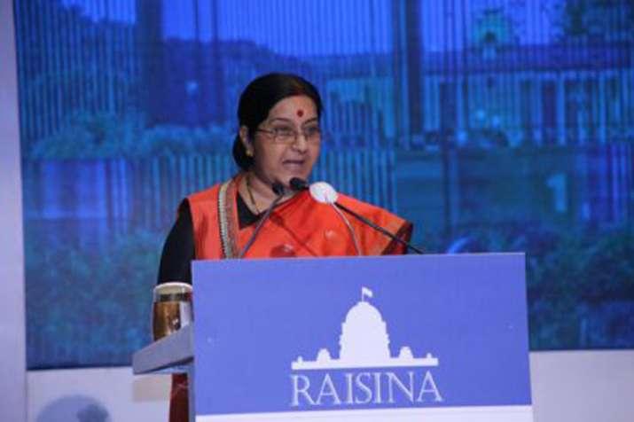 आतंकवाद को कतई बर्दाशत ना करना समय की मांग है: सुषमा स्वराज - India TV