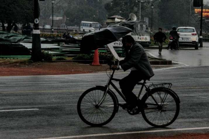 दिल्ली में सुबह हल्की बारिश, दिन में ओले गिरने की संभावना- India TV Hindi