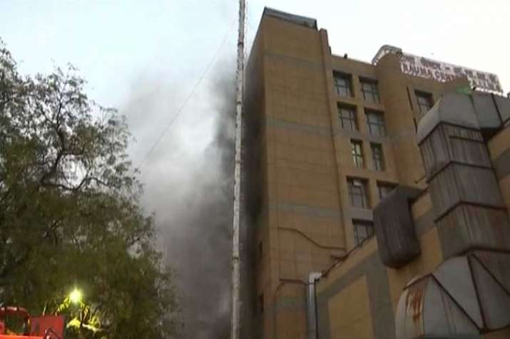 Delhi: Fire breaks out at an operation theatre in...- India TV Hindi