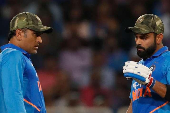 पूर्व भारतीय कप्तान का बड़ा बयान, बोले- धोनी भारतीय टीम के आधे कप्तान, उनके बिना असहज दिखते हैं कोहल- India TV Hindi