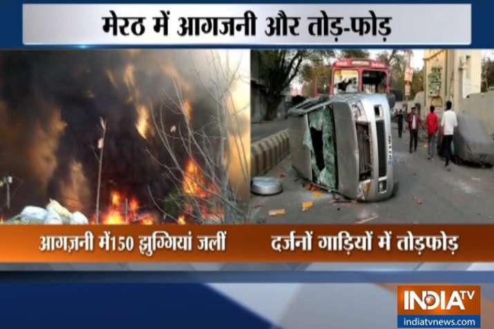 मेरठ में अतिक्रमण हटाने को लेकर भारी बवाल, भीड़ ने 150 से अधिक झुग्गियां में लगाई आग- India TV
