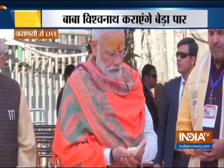 प्रधानमंत्री नरेंद्र मोदी ने विश्वनाथ कॉरिडोर की रखी आधारशिला, मंदिर में की पूजा-अर्चना- India TV